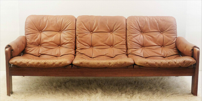 Ekstrom sofa in cognac brown leather and wood