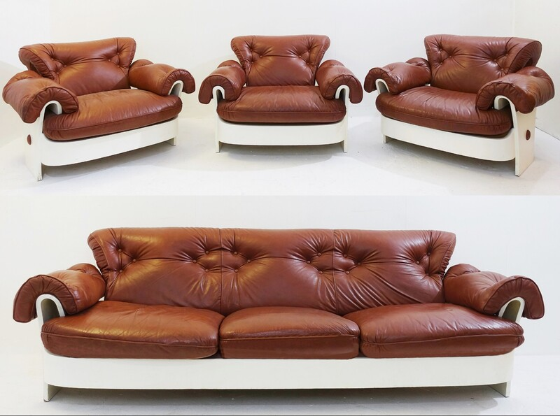 Italian set sofa and armchairs in leather and white lacquered wood