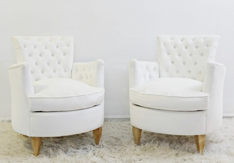 Pair of Tufted Armchairs - Newly Upholstered In white velvet
