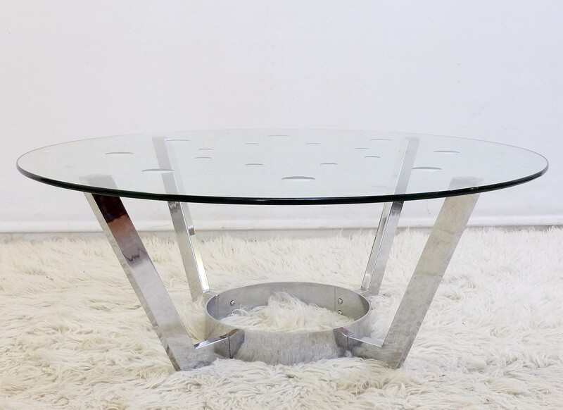 round coffee table in chrome and glass with mirror pads