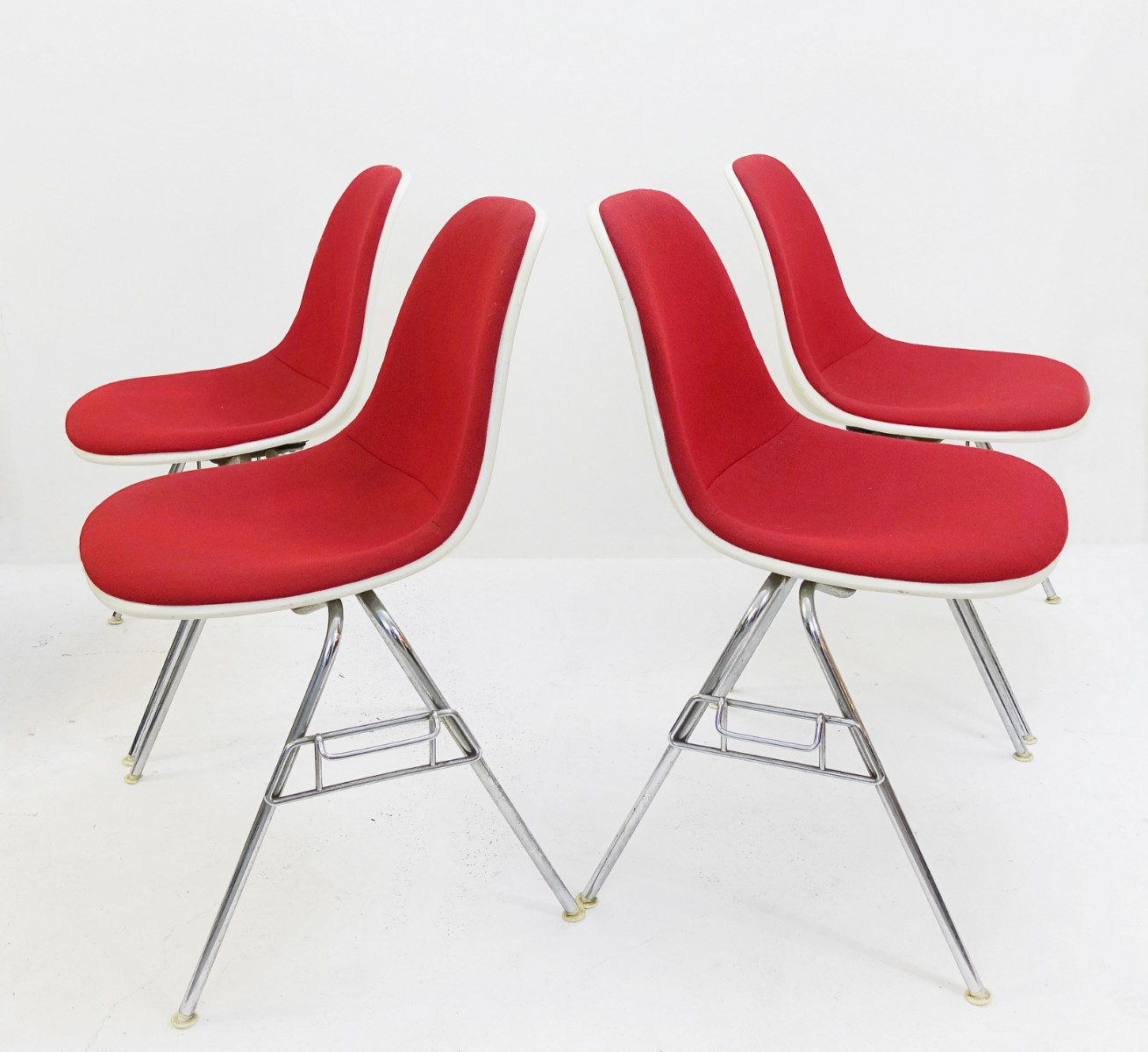 set of 4 american dss stacking chair by charles ray eames for h