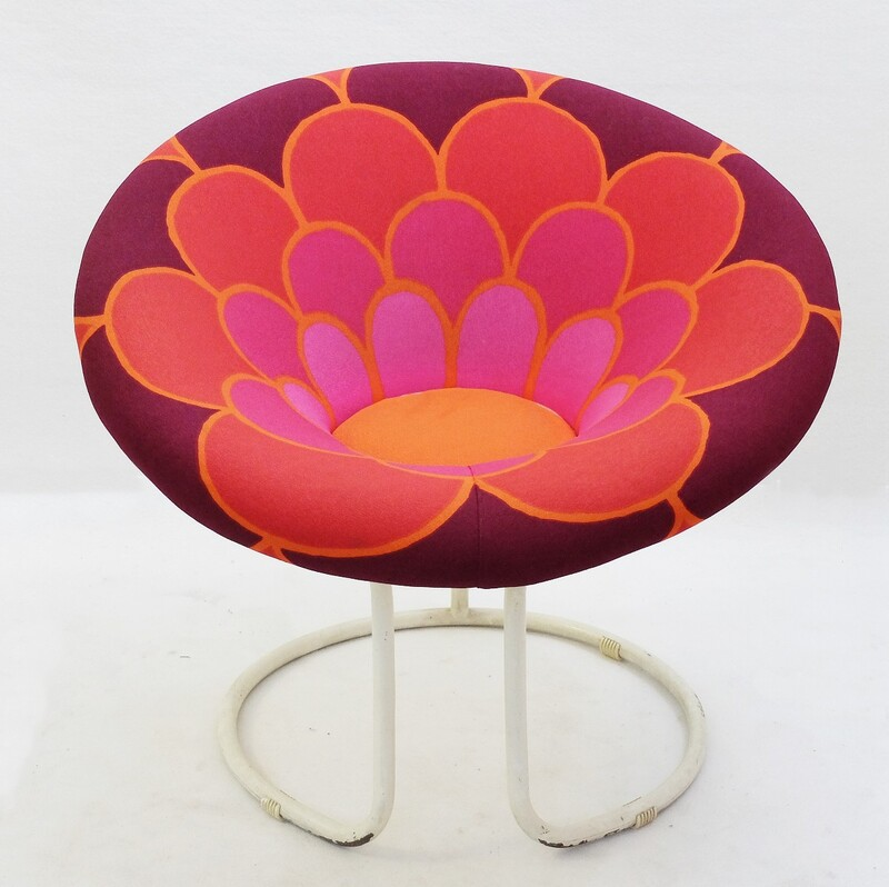 Sunny round flower power armchair