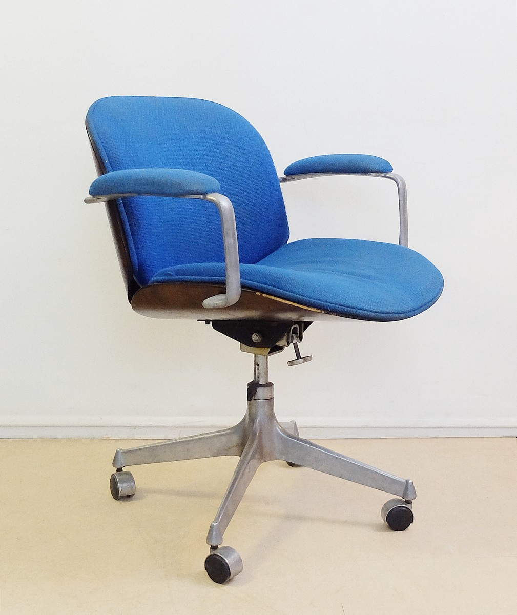 Swivel Office Chairs Of Terni Series With Armrests By I Parisi For Mim Roma Chair Seating Via Antica