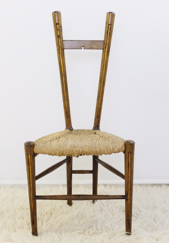 Wooden and straw chair with triangular seat